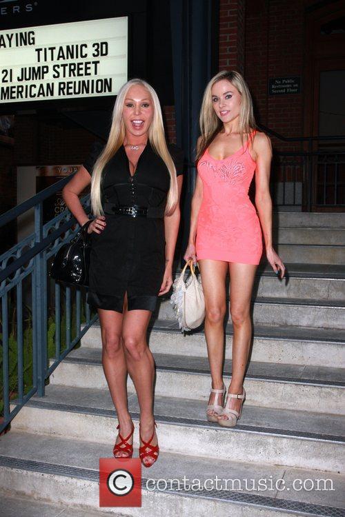 Paula Labaredas and Mary Carey 11