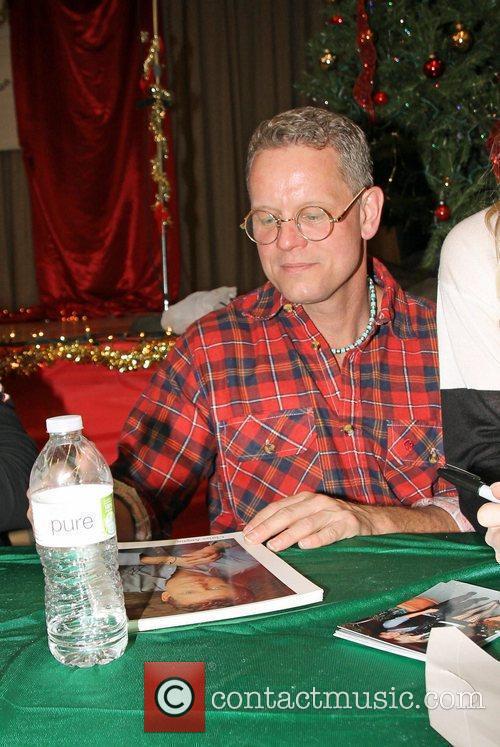 Chriss Anglin Star Education host Hollywood Food Drive...