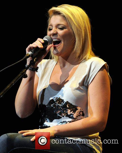 lauren alaina starz and guitars at the 4137279