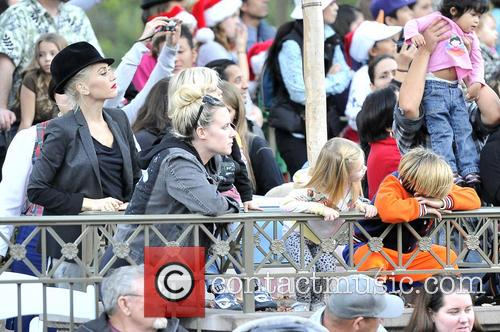 Gwen Stefani, Kingston, Zuma, Gavin and Disneyland 6