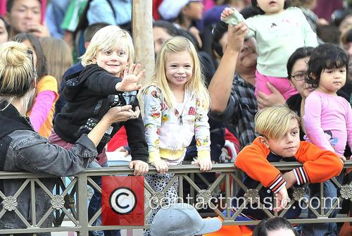 Gwen Stefani, Kingston, Zuma, Gavin and Disneyland 9