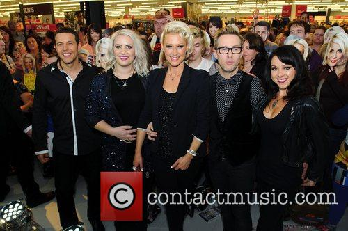 Lee Latchford-Evans, H, Claire Richards, Faye Tozer, Ian Watkins, Lisa Scott-Lee and Steps 1