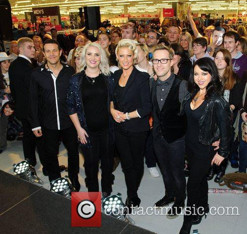 Lee Latchford-Evans, H, Claire Richards, Faye Tozer, Ian Watkins, Lisa Scott-Lee and Steps 8