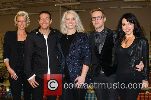 Faye Tozer, Lee Latchford-evans, H, Claire Richards, Ian Watkins, Lisa Scott-lee and Steps 2