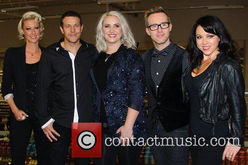 Faye Tozer, Lee Latchford-evans, H, Claire Richards, Ian Watkins, Lisa Scott-lee and Steps 5