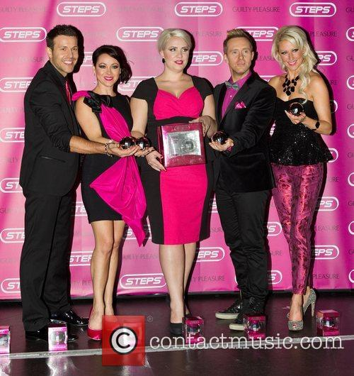Lee Latchford-evans, Lisa Scott-lee, Claire Richards, Ian, H' Watkins, Faye Tozer and Cafe De Paris 2