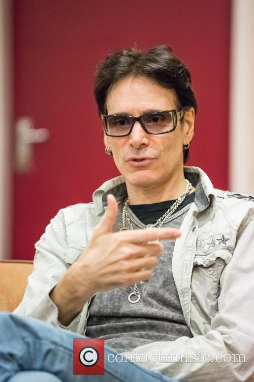 steve vai takes part in an interview 20028458