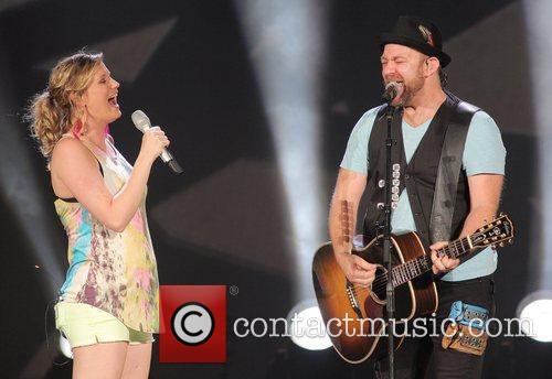 JENNIFER NETTLES, Kristian Bush and Sugarland 27