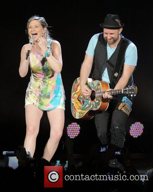 JENNIFER NETTLES, Kristian Bush and Sugarland 1
