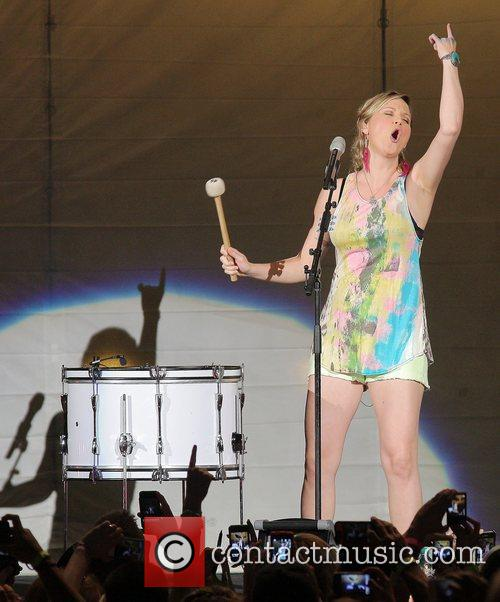 jennifer nettles of sugarland performs during the 4012708