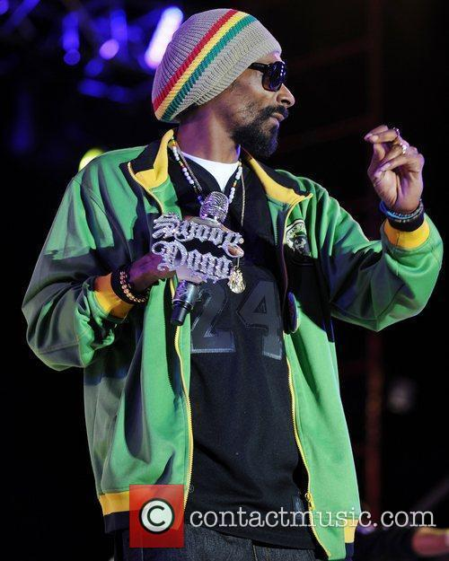 Snoop Dogg performing at Sunfest