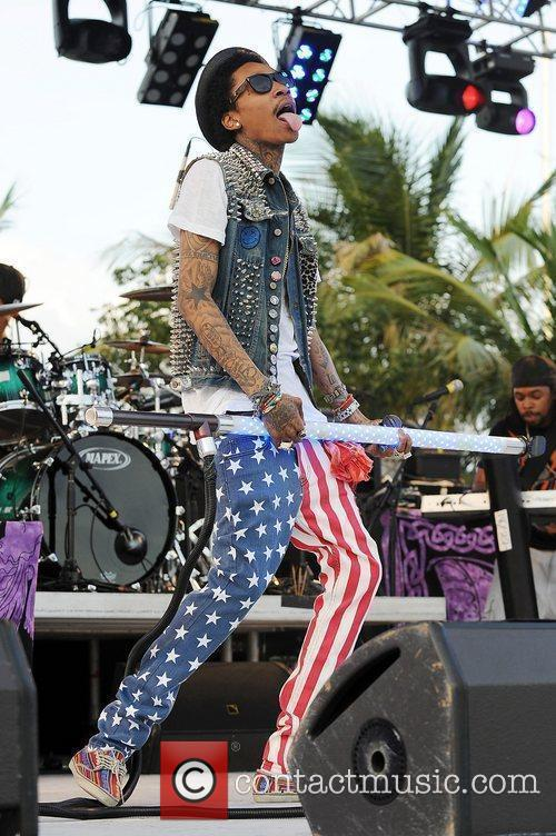 wiz khalifa performing at sunfest west palm 3861709