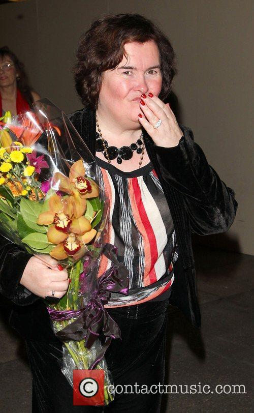 susan boyle carries a large bouquet of 4127611