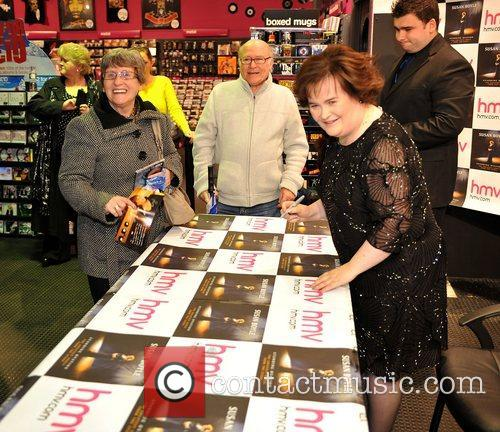 susan boyle promotes and signs copies of 4183957