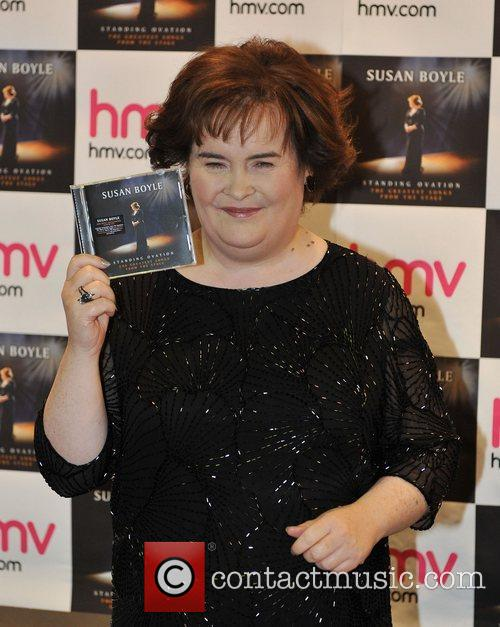 susan boyle promotes and signs copies of 4183958