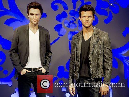 Taylor Lautner, Madame Tussauds and Robert Pattinson 1