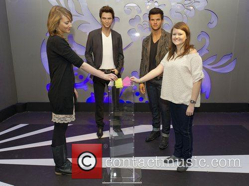 Taylor Lautner, Madame Tussauds and Robert Pattinson 3
