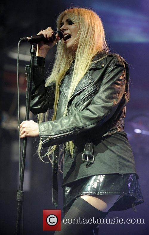 taylor momsen of the pretty reckless performing 3845547