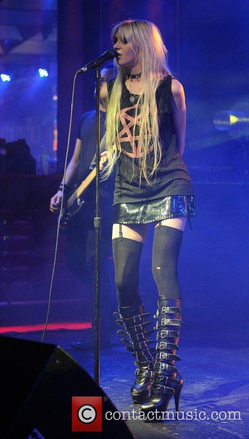 Taylor Momsen and The Pretty Reckless 1