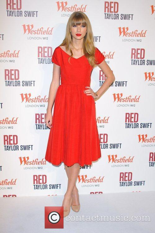 Taylor Swift and Westfield Shopping Centre 7