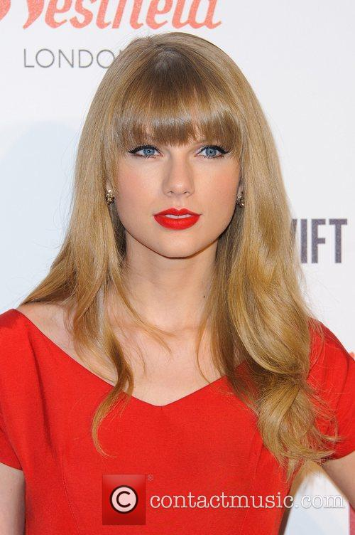 Taylor Swift and Westfield Shopping Centre 3