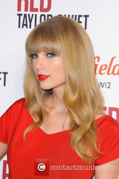 Taylor Swift and Westfield Shopping Centre 2