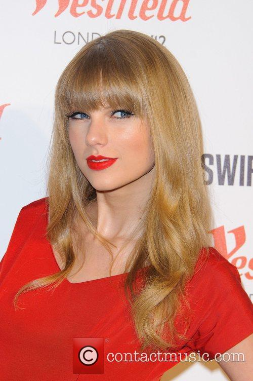 Taylor Swift and Westfield Shopping Centre 5