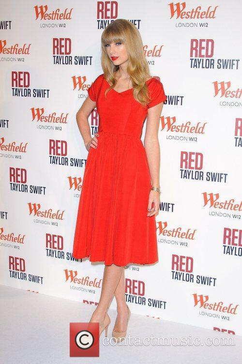 Taylor Swift and Westfield Shopping Centre 10