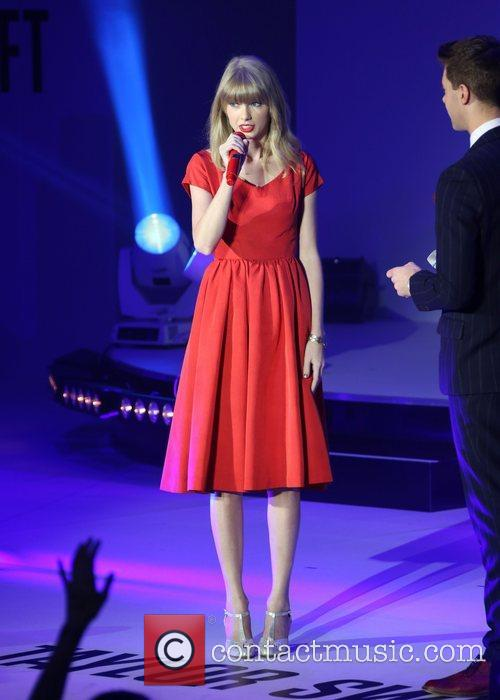 Taylor Swift, Christmas, Westfield and Westfield Shopping Centre 1