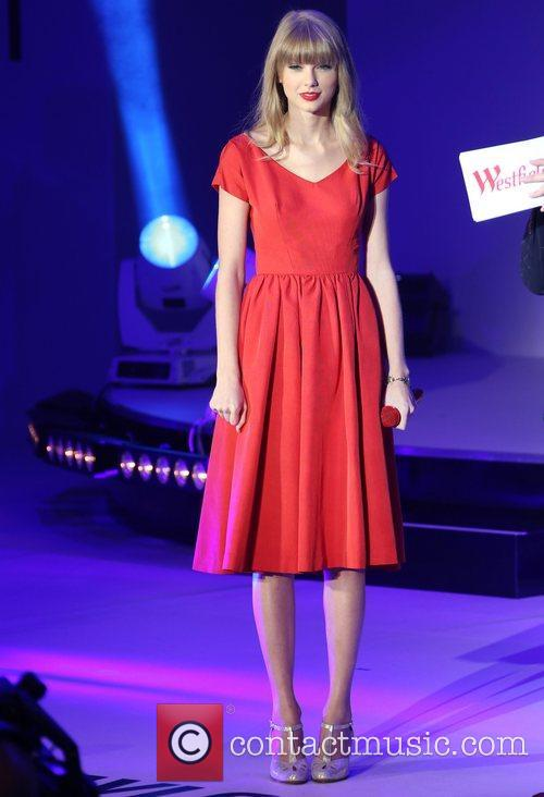 Taylor Swift, Christmas, Westfield and Westfield Shopping Centre 27
