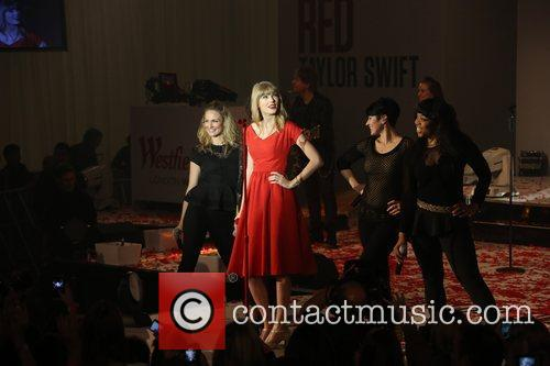 Taylor Swift, Christmas, Westfield and Westfield Shopping Centre 17