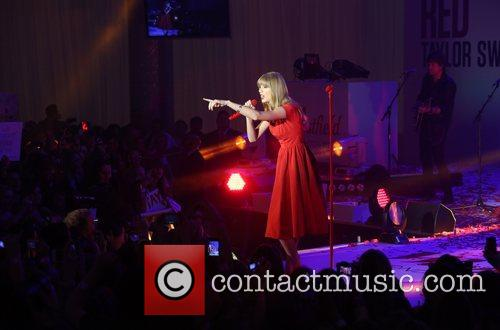 Taylor Swift, Christmas, Westfield and Westfield Shopping Centre 28