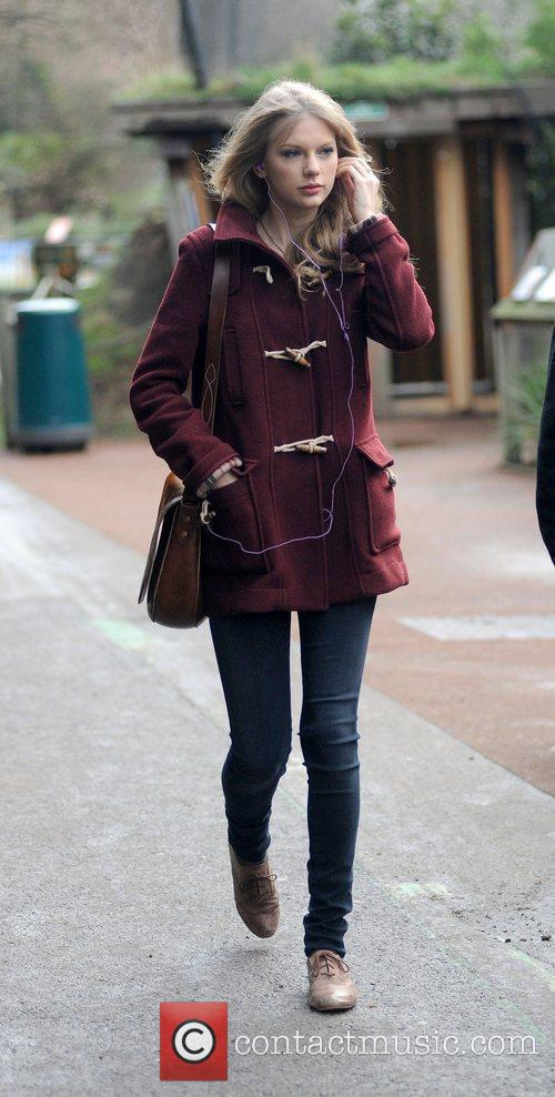 taylor swift visits london zoo during her 3699593