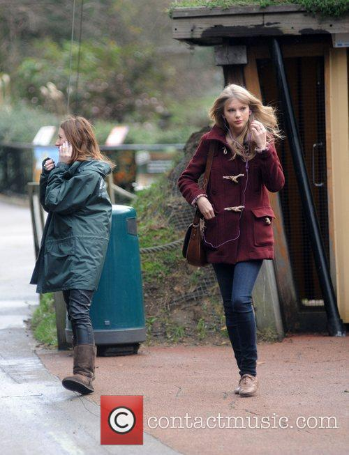 taylor swift visits london zoo during her 3699599