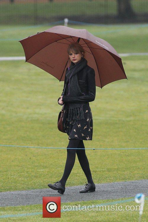taylor swift visits the diana memorial in 3698250