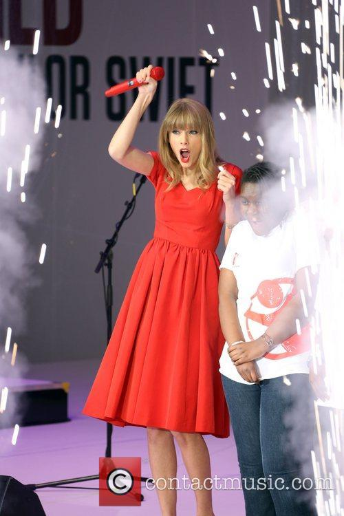 Taylor Swift, Christmas, Westfield and Westfield Shopping Centre 6
