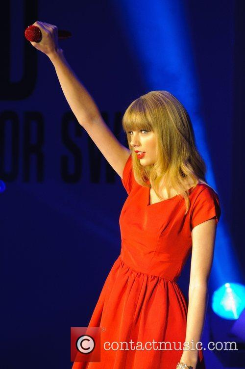 Taylor Swift, Christmas, Westfield, London, England and Westfield Shopping Centre 24