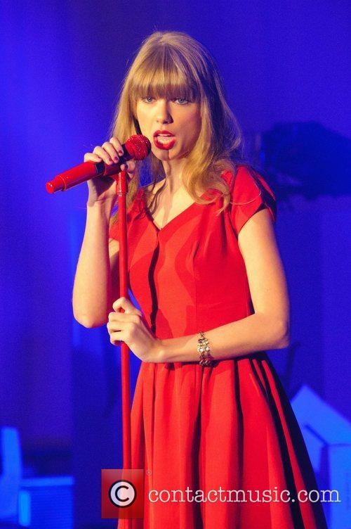 Taylor Swift, Christmas, Westfield, London, England and Westfield Shopping Centre 9