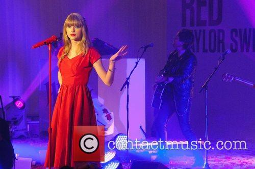 Taylor Swift, Christmas, Westfield, London, England and Westfield Shopping Centre 25