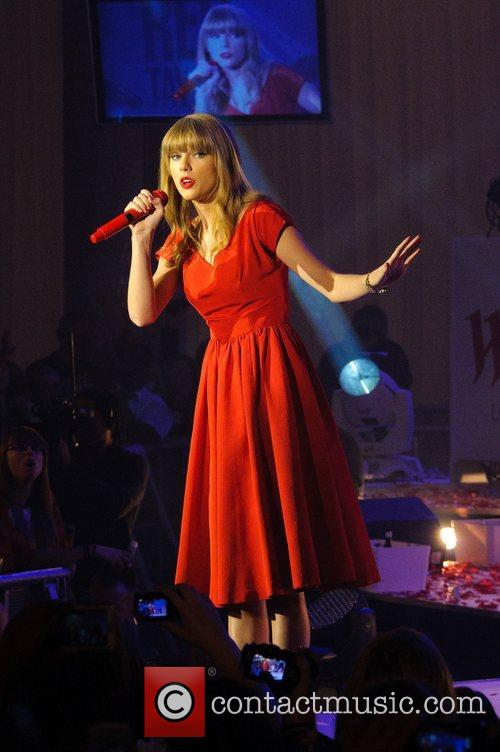Taylor Swift, Christmas, Westfield, London, England and Westfield Shopping Centre 17
