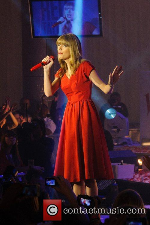 Taylor Swift, Christmas, Westfield, London, England and Westfield Shopping Centre 20