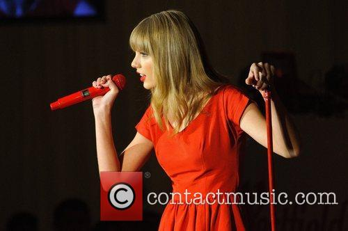 Taylor Swift, Christmas, Westfield, London, England and Westfield Shopping Centre 15