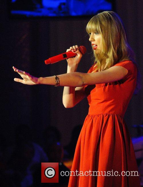 Taylor Swift, Christmas, Westfield, London, England and Westfield Shopping Centre 4