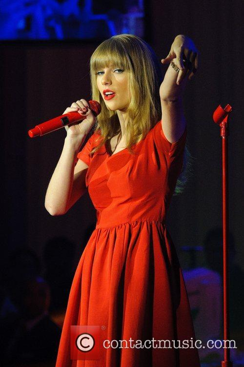 Taylor Swift, Christmas, Westfield, London, England and Westfield Shopping Centre 12