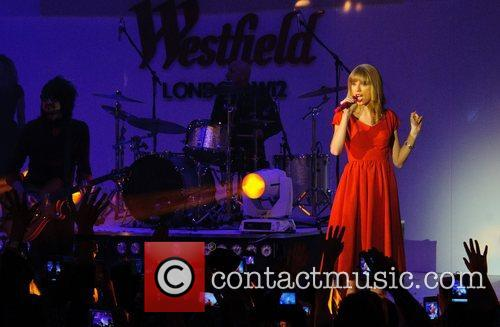 Taylor Swift, Christmas, Westfield, London, England and Westfield Shopping Centre 1