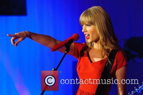 Taylor Swift, Christmas, Westfield, London, England and Westfield Shopping Centre 2