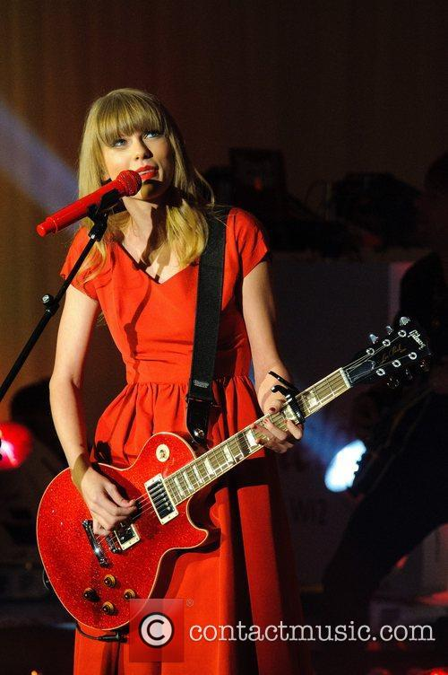 Taylor Swift, Christmas, Westfield, London, England and Westfield Shopping Centre 11