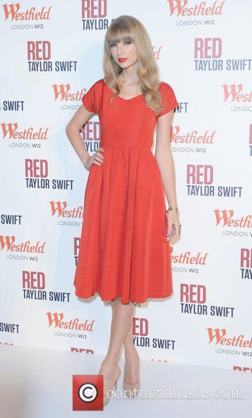 Taylor Swift, Christmas, Westfield, London and England 5