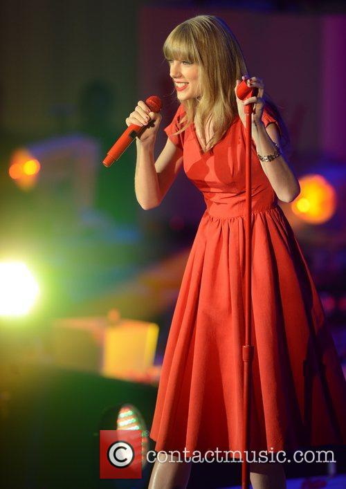 Taylor Swift, Westfield, London and England 21