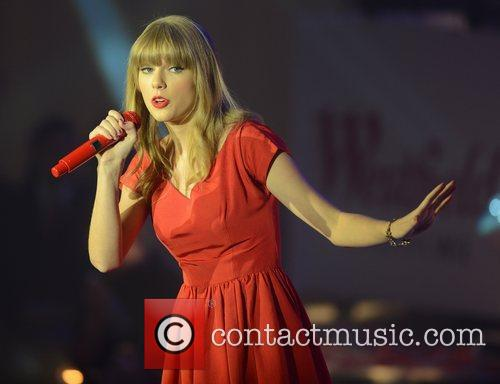 Taylor Swift, Westfield, London and England 14